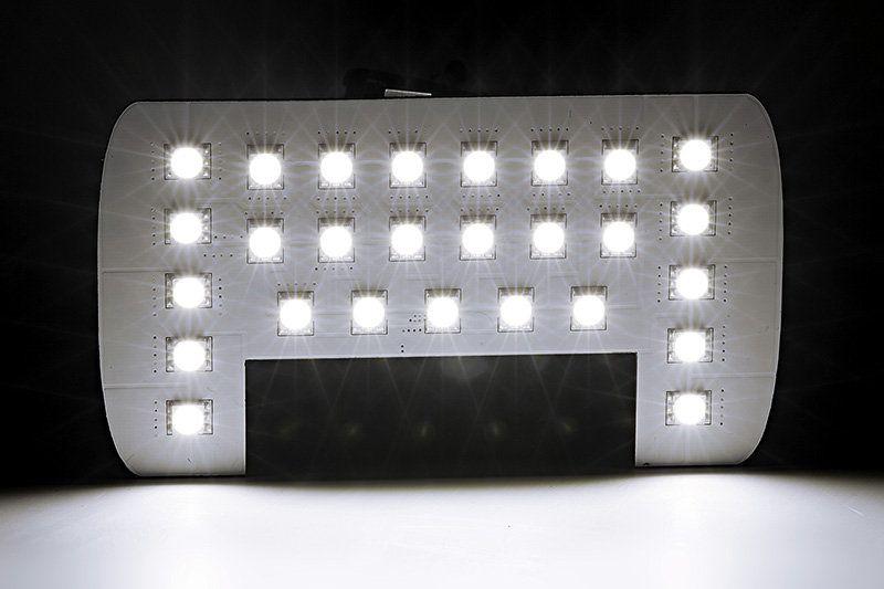 Светодиодны равномерно распределены по панели лампы