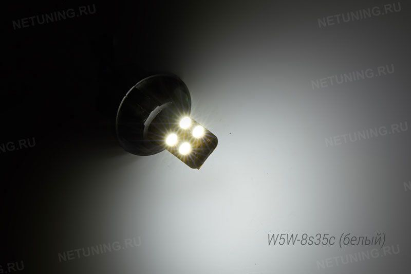 Включенная светодиодная лампа W5W-8s35c